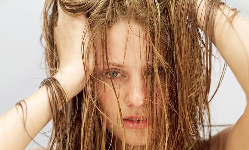 Cassia obovata en cabellos rubios