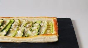 Tarta de hojaldre, calabacín y queso de cabra