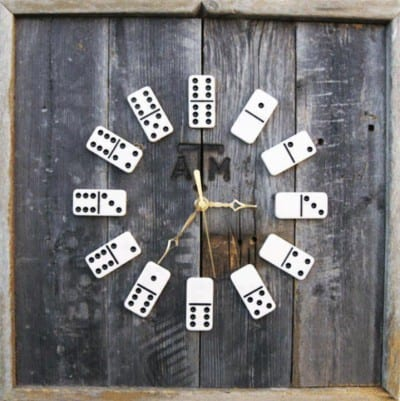 Reloj casero DIY hecho con fichas de dominó