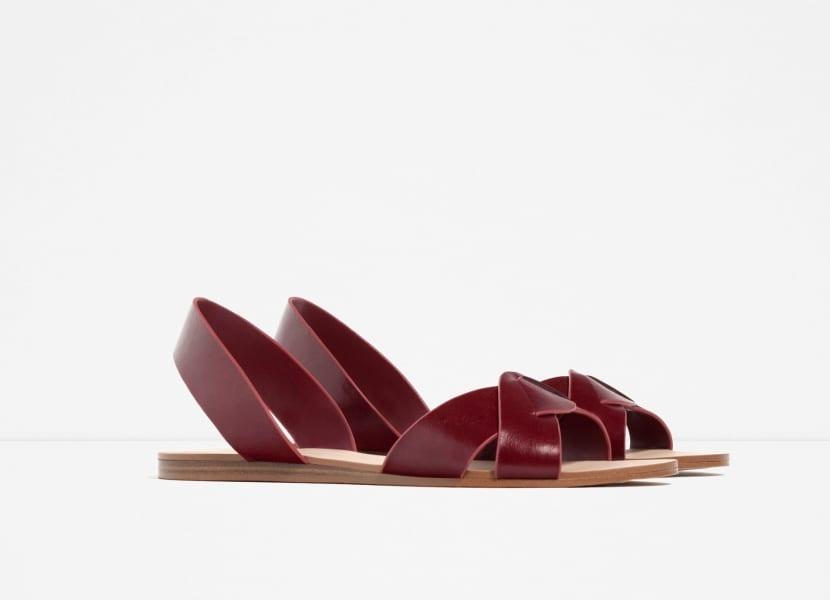 Sandalia de piel Zara