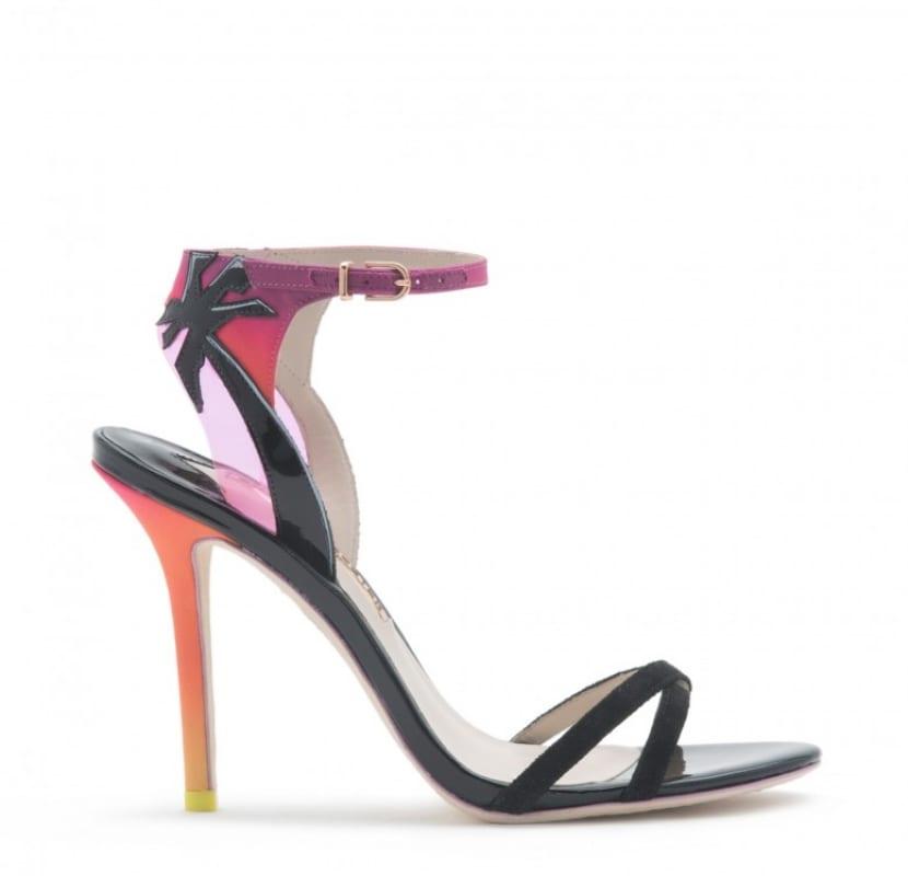 Sandalia combinada en colores