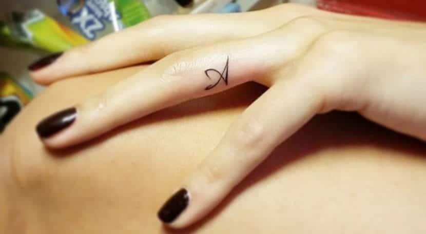 Tatuajes De Dedo Elegancia En Tus Manos