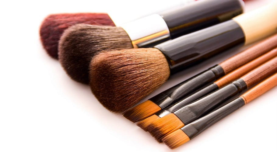 Brochas y esponjas de maquillaje