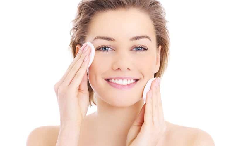 Limpiar la piel grasa
