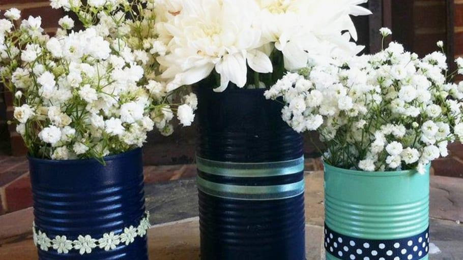 centro-de-mesa-con-latas