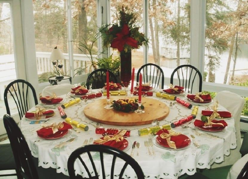 como-decorar-una-mesa-para-comidas-o-cenas-navidenas-3