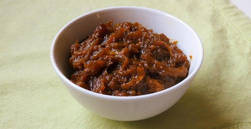 preparar cebolla caramelizda como base para otros muchos platos