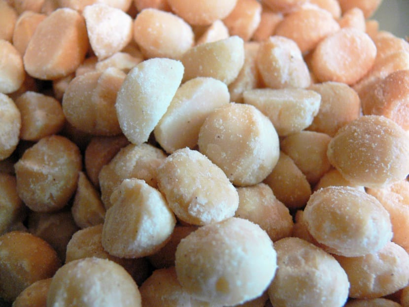 nueces-macadamia