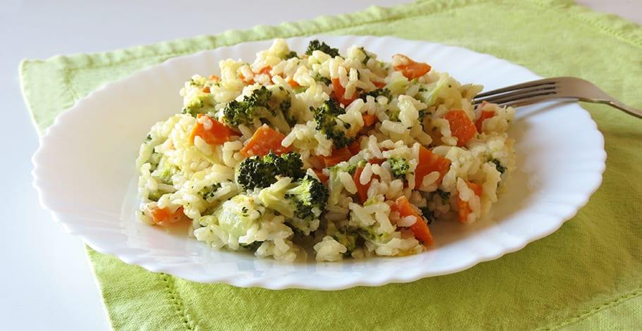 Receta de arroz cremoso con queso, brócoli y zanahoria