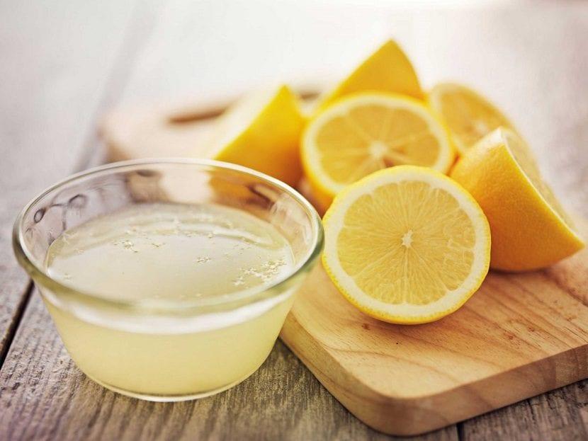 Zumo de limón natural