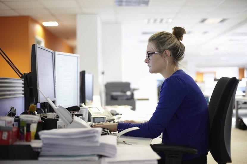 mujer trabajadora excedencias