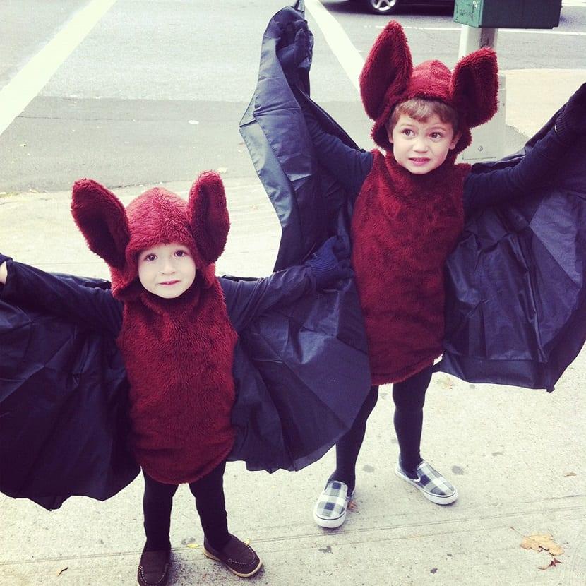 Niños disfrazados de murciélagos