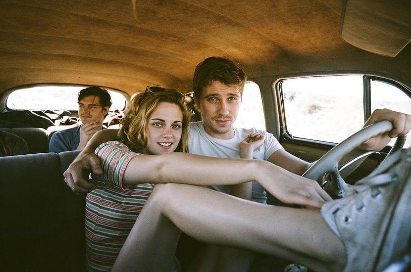 Amigos dentro de un coche