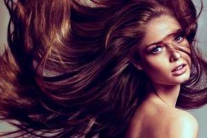 Mujer con bonito y largo cabello