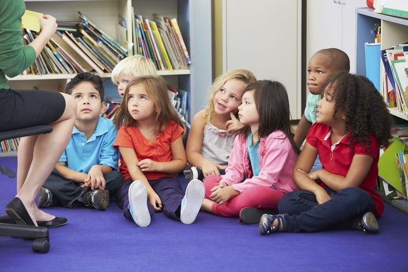 Grupo de niños en una clase