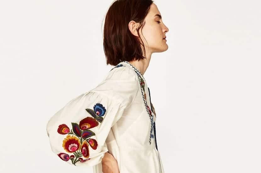 Blusa blanca con bordados color