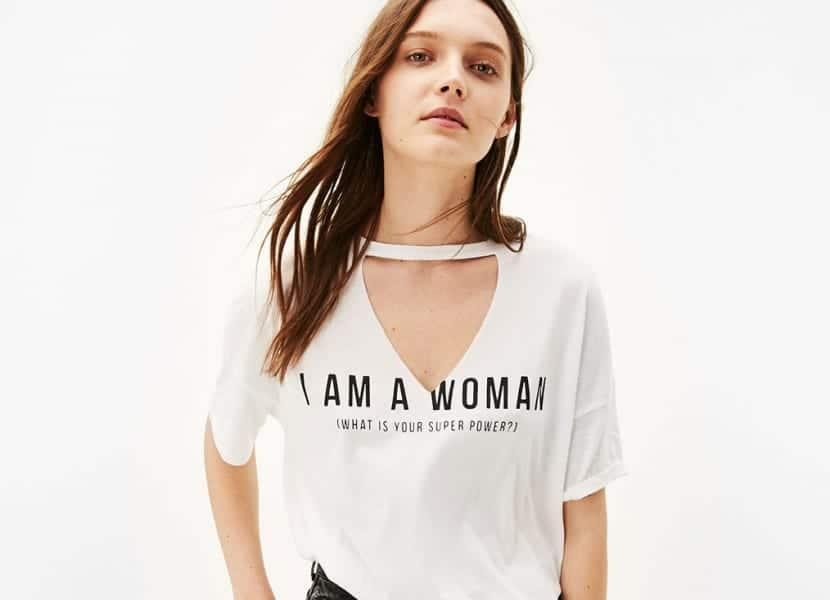 Camiseta blanca choker