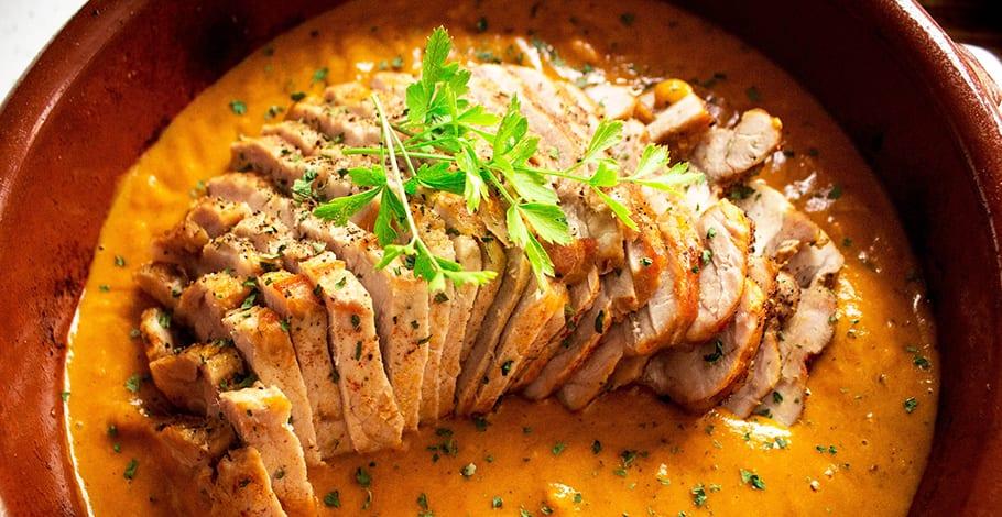 Lomo de cerdo con salsa de zanahorias