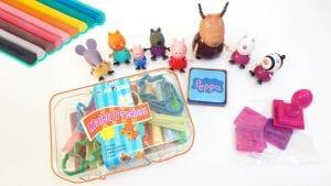 Peppa Pig juega con plastilina