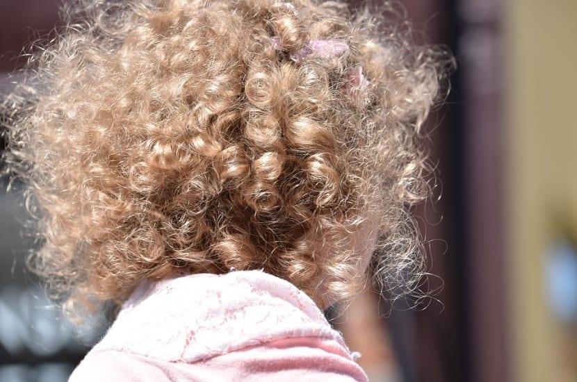 Cómo secar el cabello rizado