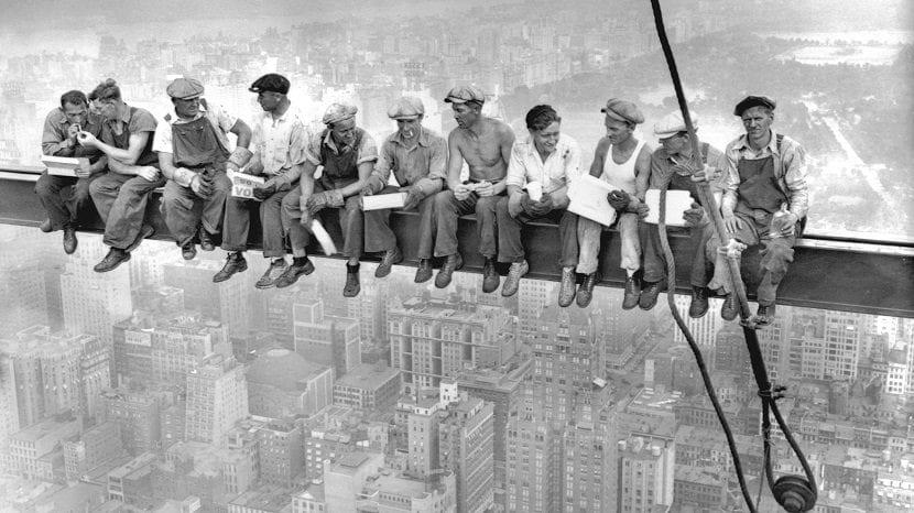 Trabajadores en una viga de Manhattan