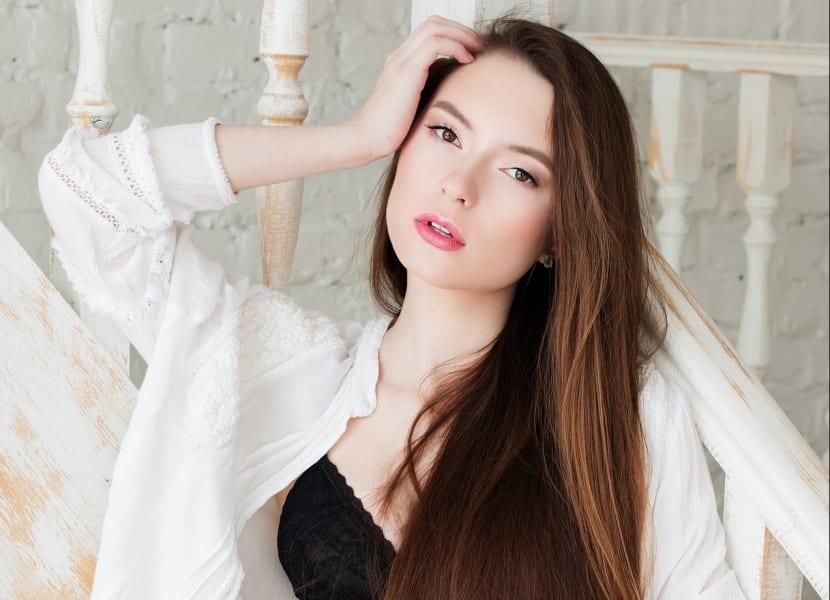 Cuidados del cabello largo liso