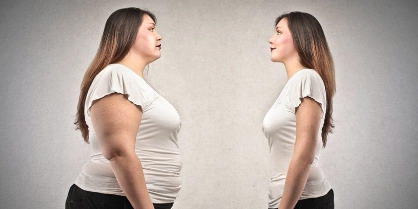 Mujer delgada y mujer con sobrepeso