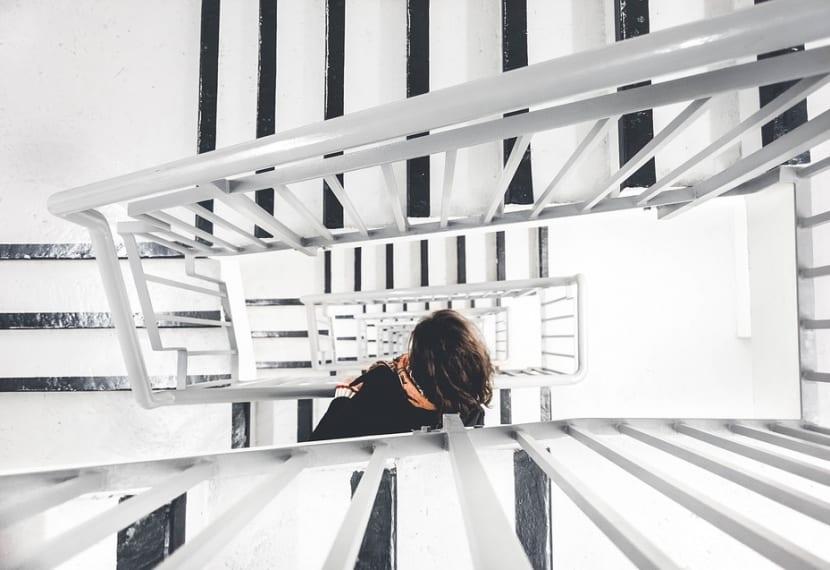 Quemar calorías subiendo escaleras
