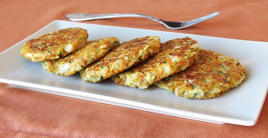 Tortitas de calabacín, zanahoria y mozzarella