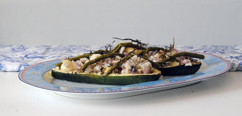 Calabacín relleno de merluza y espárragos trigueros