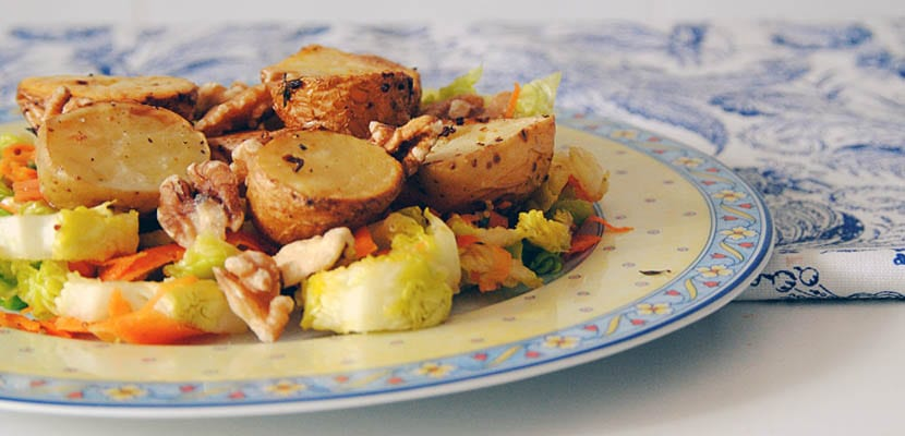 Ensalada de patatas asadas con aderezo de mostaza