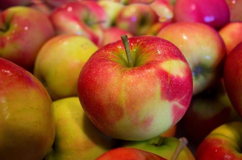 Comer manzanas contra el sarro