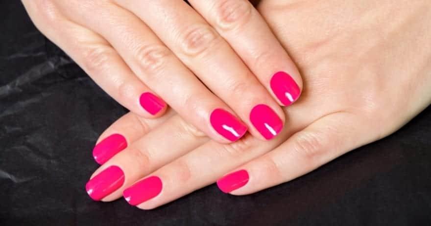 ¿Es saludable pintarse las uñas?