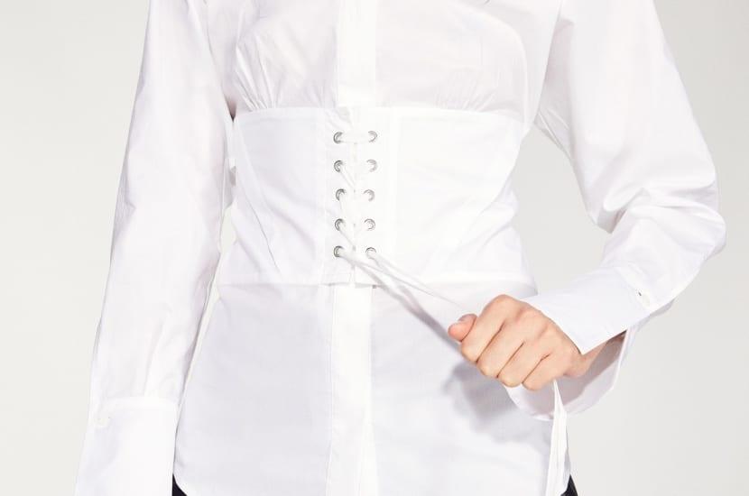 Blusa con corset