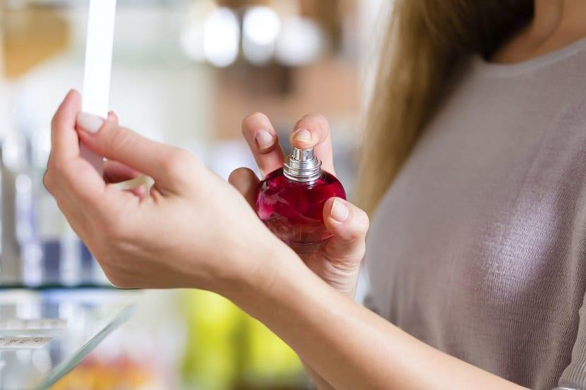 Consejos para que el perfume nos dure más tiempo en la piel