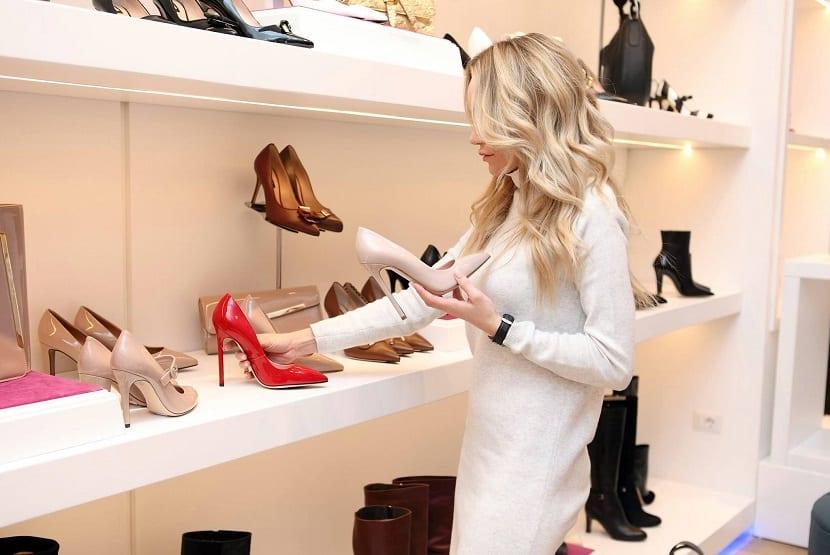 Trucos para que tus zapatos luzcan limpios y perfectos