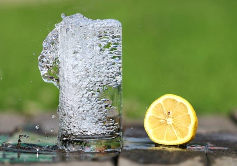 Agua y limón para el cabello
