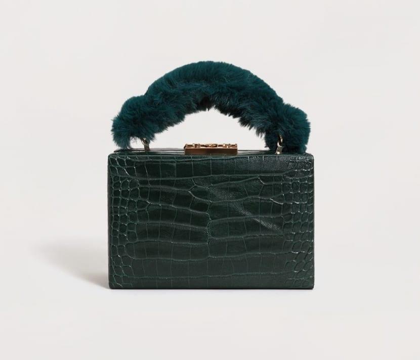 Bolso caja con detalle de pelo