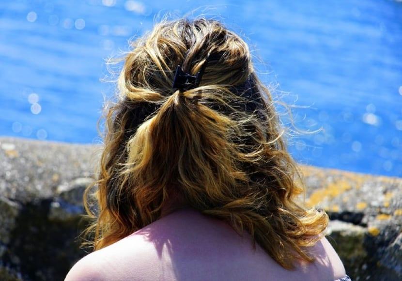 Cómo usar limones para clarar el pelo