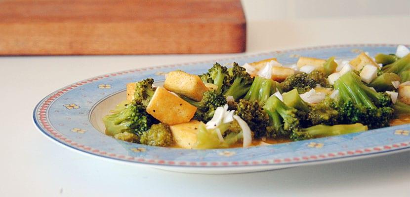 Brócoli y tofu a la naranja