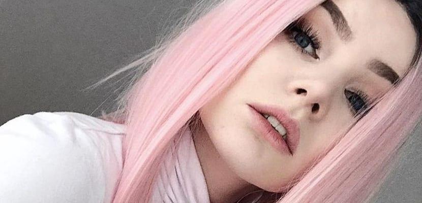 Cabello rosa claro