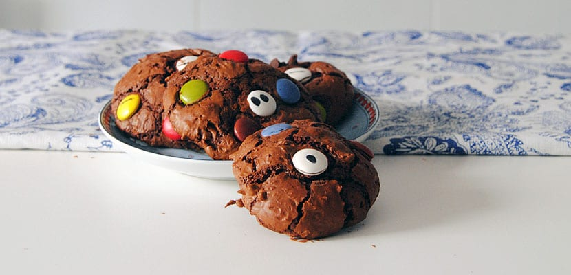 Galletas de chocolate con lacasitos para Halloween