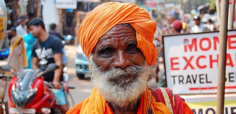 hombre anciano hindú