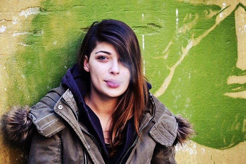 Eliminar el olor a tabaco del pelo los mejores remedios - Como quitar el olor a tabaco ...