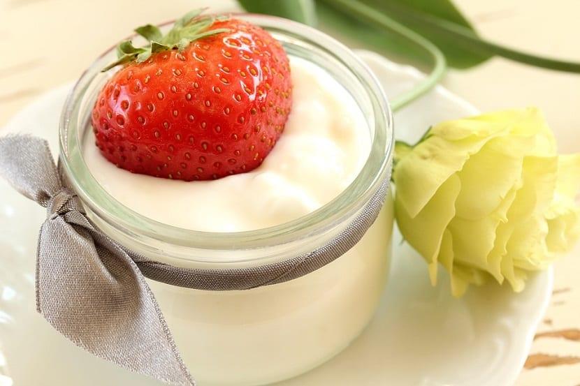 Yogur natural para el contorno de ojos
