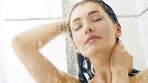 te duchas con agua fría o caliente