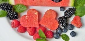 fruta en forma de corazón