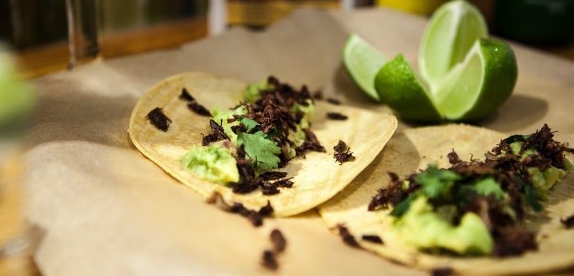 tacos mexicanos con cilantro
