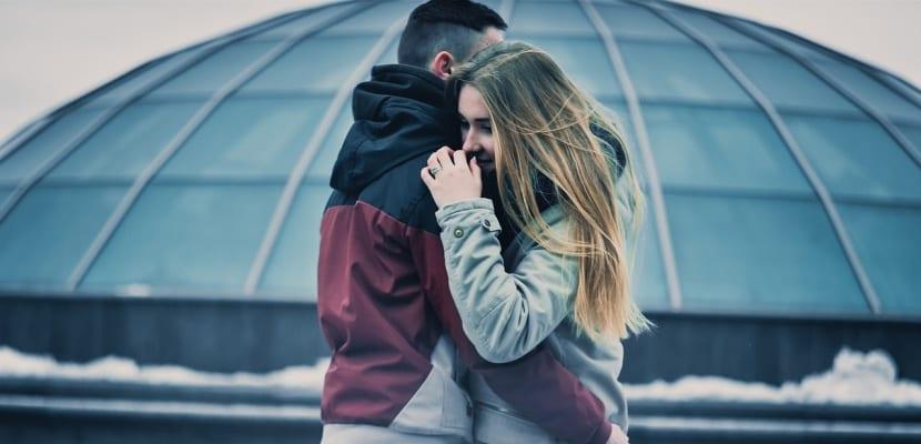 abrazo de una pareja