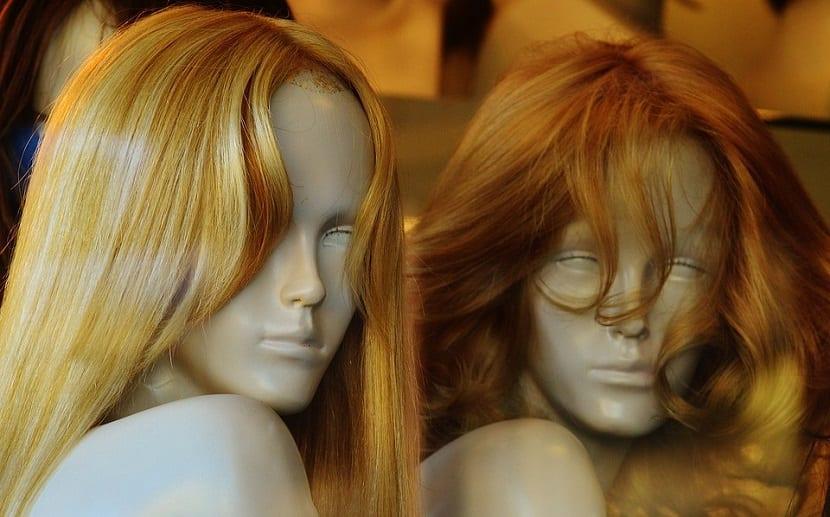 Cómo tratar el pelo de una peluca